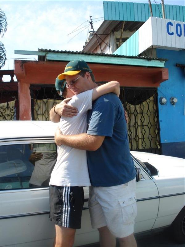 Tapa_Goodbye_Kevin_Hug